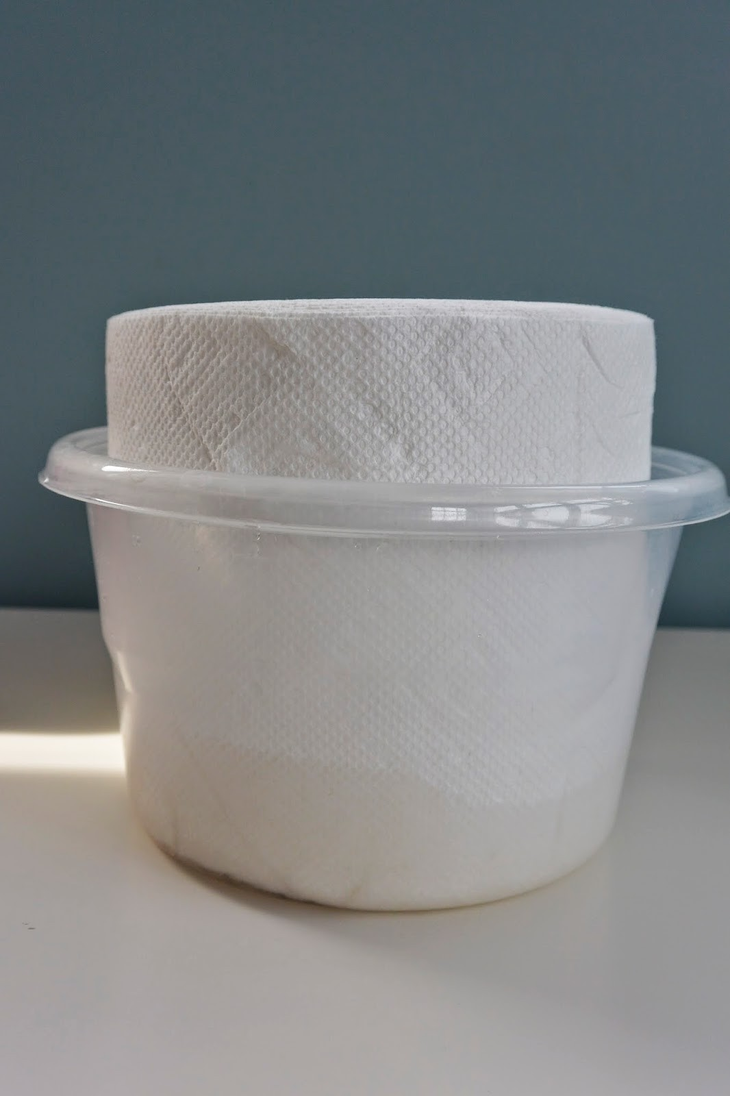 Paper towels in plastic container with solution #diy #babywipes
