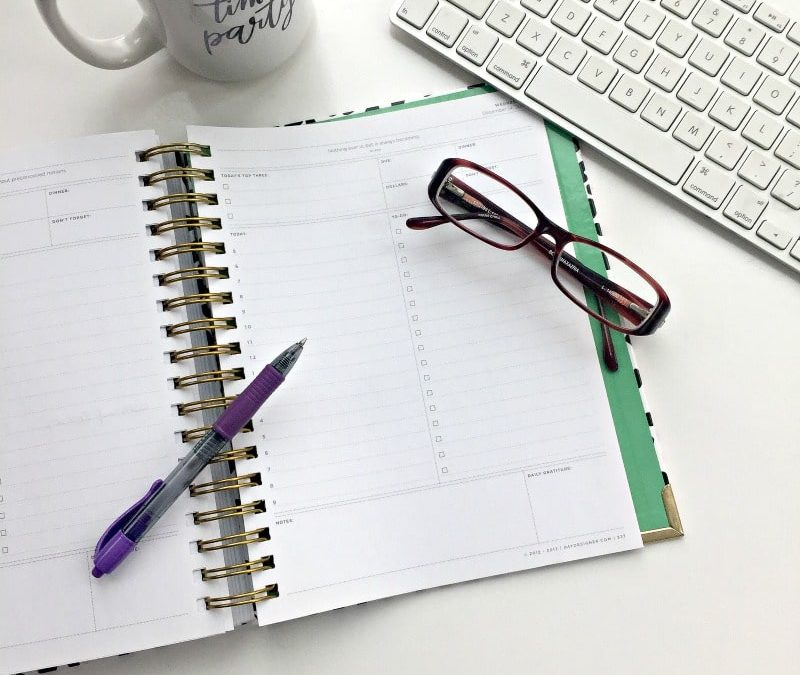 Need help getting organized? Try these tips for how to get yourself organized for the new year from productivity specialists! #organized #newyear