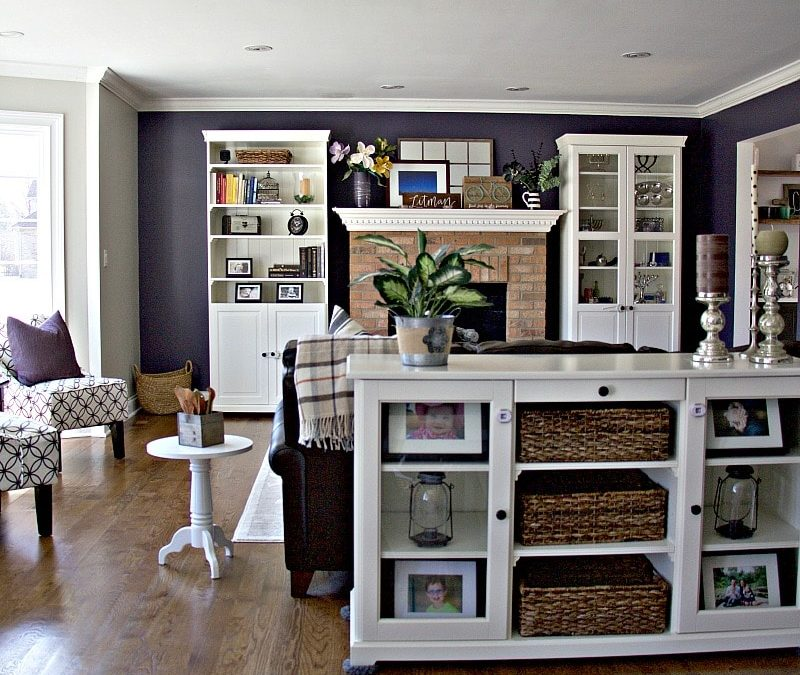 Full Living Room With Baskets And Toys
