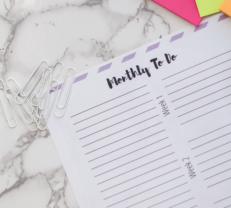 Learn effective ways to stay productive by using this free download monthly to do list printable. Keep track of projects and break into manageable tasks. #productivity #lists